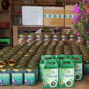 trưng bày sản phẩm muối tre lá é